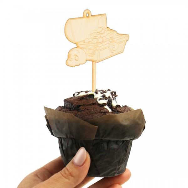 Cake Topper Piraten   Schatztruhe gefüllt mit Gold und einem Totenkopf nebendran auf einem Muffin