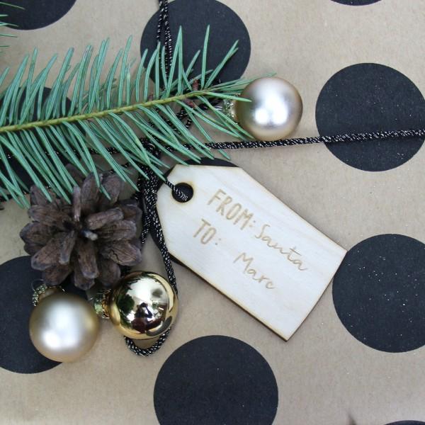Holzanhänger Etikett Wunschname gebunden an Geschenk