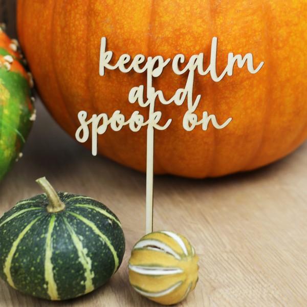 "Cake Topper ""keep calm and spook on"" vor Kürbis"