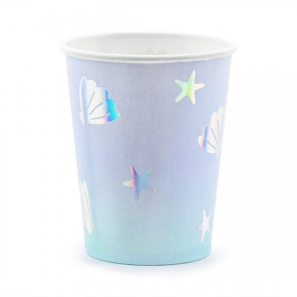 Papierbecher mit hellblau-lila Farbverlauf und schillernden Muscheln und Seesternen