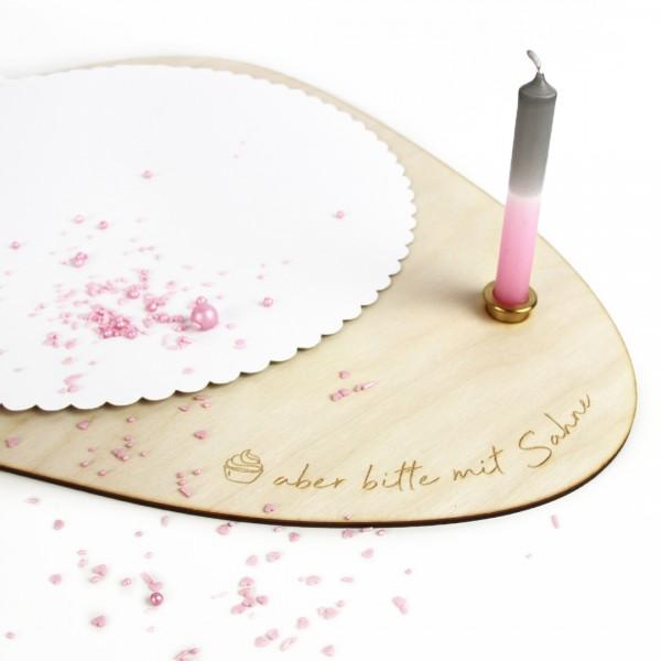 """Kuchenplatte aus Holz mit Schrift """"aber bitte mit Sahne"""" und Kerzeneinsatz"""
