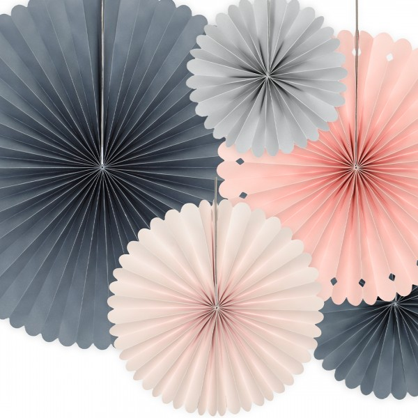 Papierrosetten in unterschiedlichen Größen und Farben