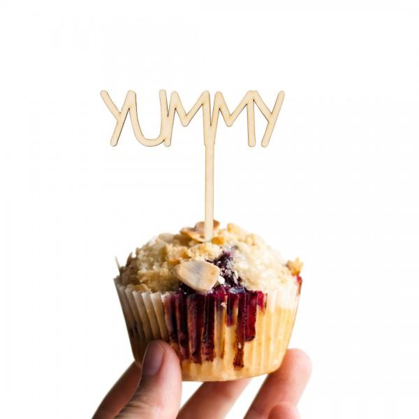 Cake Topper Yummy aus Holz auf Muffin