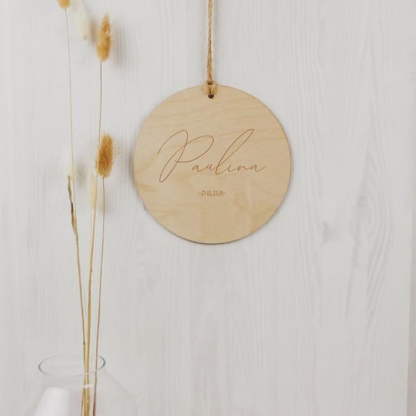 Holzschild mit Name & Datum – Gravur geschwungen