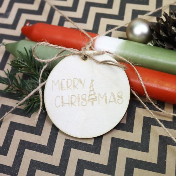 Merry Christmas - Anhänger an Weihnachtsgeschenk gebunden